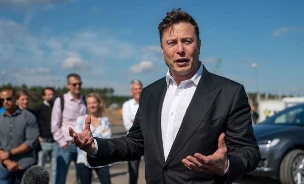 Elon Musk ve Diğer Ünlü Yatırımcıların ve Kurumsal Şirketlerin Bitcoin Hamleleri